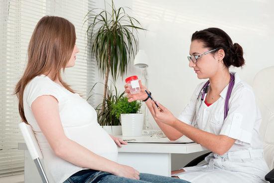 Много слизи в моче у мужчин, женщин и детей: причины, методы диагностики, лечение