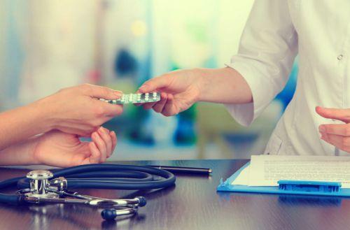 Лечение недержания мочи у пожилых женщин лекарствами, народными средствами, операции