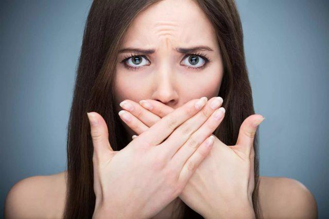 Запах тухлой рыбы у женщин: причины, симптомы, лечение, триметиламинурия