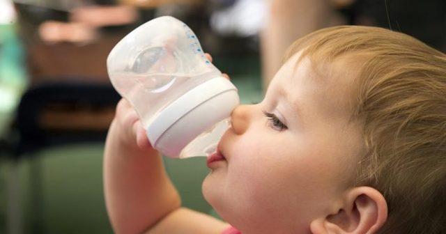 Почему моча у ребенка бывает красной: основные причины