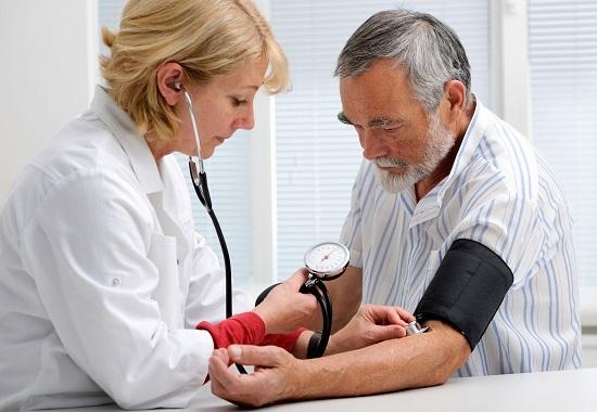 Моча с кровь у женщин (гематурия): причины, симптомы, диагностика, лечение