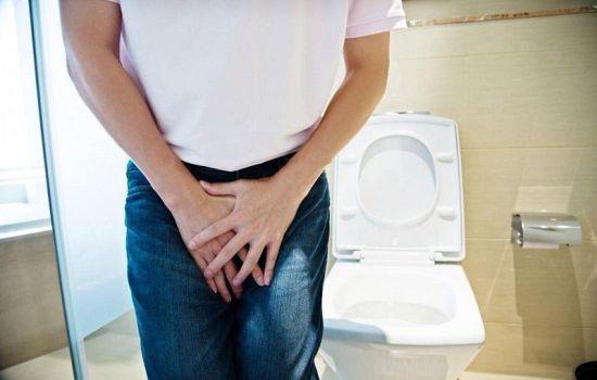 Слабая струя при мочеиспускании у мужчин: причины, диагностика, лечение, профилактика