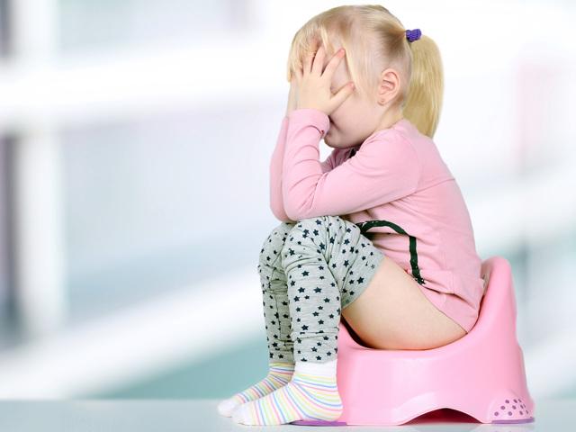 Почему моча розовая у женщин, мужчин и ребенка: причины